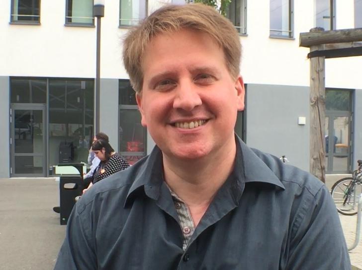 """""""Ich schaffe die Illusion für die Schauspieler"""" – Jörg Steegmüller"""